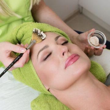 Zabieg odmładzający na twarz u kosmetyczki w Gabinecie Cosmet I Mińsk Mazowiecki